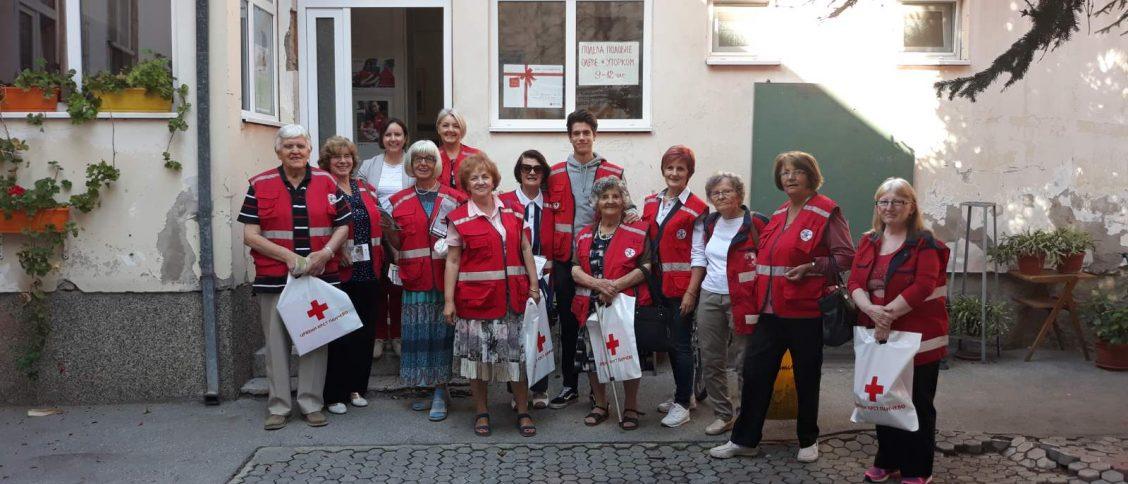 Волонтери сениори Црвеног крста Панчево у акцији.
